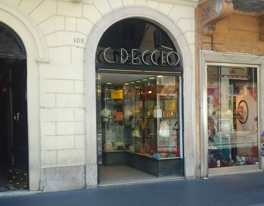Pelletteria c deccio via del corso accessori for Corso roma abbigliamento