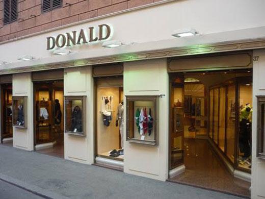 Donald propone da uomo la linea di abiti classici Corneliani 277faaf6711