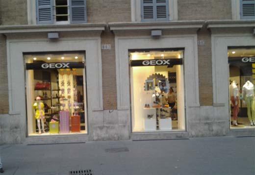 Geox store via del corso abbigliamento abbigliamento for Corso roma abbigliamento