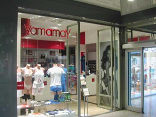 Vendita abbigliamento intimo Uomo – Donna – accessori e costumi da bagno  della linea Yamamay a4ce5cd5819